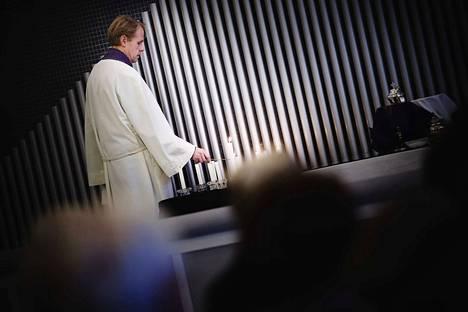 Länsi-Porin seurakunnan kirkkoherra Mika Kyytinen pitää saarnan.
