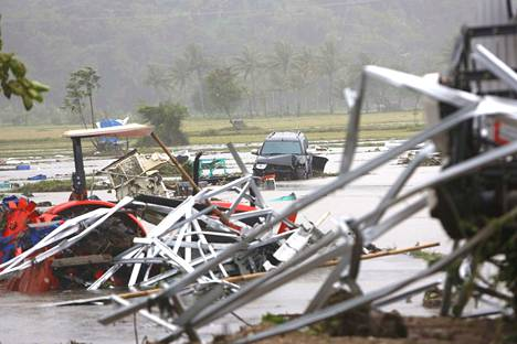 Tsunami tekee tuhoa Indonesiassa.