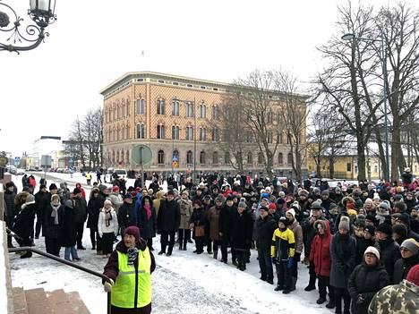 Yleisö pääsi tänä vuonna seuraamaan Porin joulurauhanjulistusta poikkeuksellisen läheltä, koska musiikista vastannut Porin Työväen Soittokunta esiintyi poikkeuksellisesti Raatihuoneen sisältä.