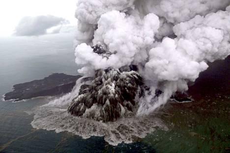 Anak Kratakaun tulivuori purkautuu yhä Indonesiassa.