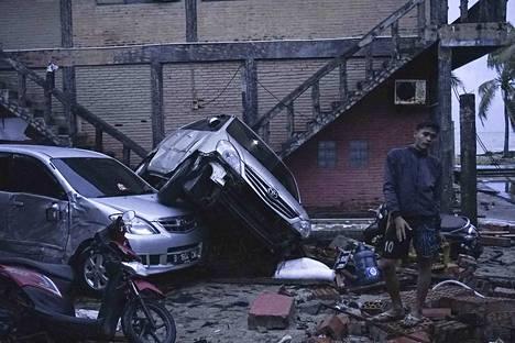 Tsunamin uhreja Anyerin alueella Länsi-Jaavalla.