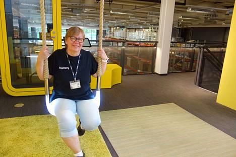 Anu Savinainen on aina tykännyt tehdä töitä käsillään. Yli 30 vuotta vierähti vaatetusalalla ja päälle viisikymppisenä aiempi ura vaihtui siivoukseen.