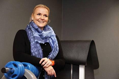 Anne Hakanen koulutti ryhmän ikäihmisistä innokkaita vertaisohjaajia, toinen on menossa.
