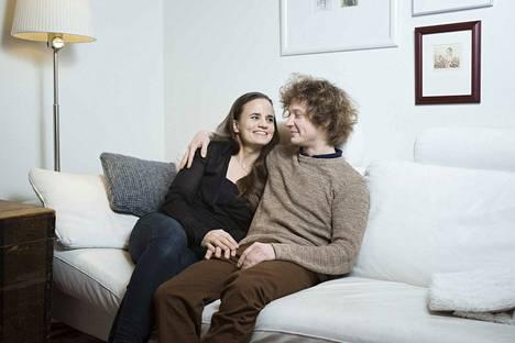Santtu-Matias Rouvali ja Elina Sipilä asuvat toistaiseksi Tampereen Tohlopissa, mutta hakevat parhaillaan maatilaa lähiseudulta.