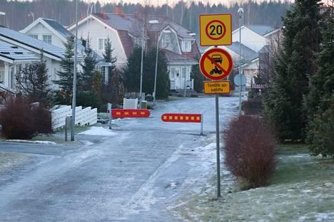 Tuohikujan sulkeminen moottoriajoneuvoilta ihmetyttää osaa alueen asukkaista.