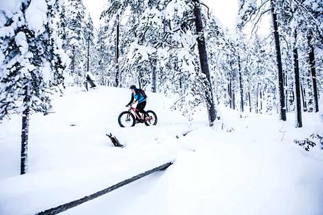 Pyöräily onnistuu pakkasessakin, kunhan suojaa sormet, varpaat ja nenän hyvin ja välttää polkemasta liian lujaa.
