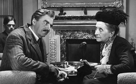 Komisario Palmun erehdys vuodelta 1960 nähdään televisiossa uudenvuodenpäivänä. Komisario Palmua näyttelee Joel Rinne ja Amalia Rygseckiä Saara Ranin.