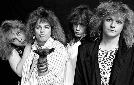 """Raumalainen Mode Beat (Jari """"Junior"""" Jalonen, Jori Kalliola, Joppe Juhola ja Isto """"Ice"""" Vainio) voitti Satakunnan bändimestaruuskisat vuonna 1987. Nykyään hard rock -bändin jäseniä katsellessa ei uskoisi, mutta vielä 1980-luvulla heitä syytettiin paikallislehdessä """"saatanarokkareiksi""""."""