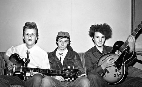 Rockabilly on ollut Raumalla voimissaan jo Riot Tedsien (Jaska Majuri, Reino Virta ja Ari Tätilä) ajoista 1980-luvun taitteesta lähtien.
