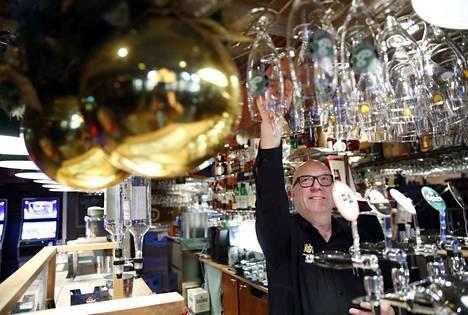 Uuden vuoden juhlintaan on Porin ravintoloissa valmistauduttu perinteiseen tapaan, kertoo ravintoloitsija Mika Lanne.