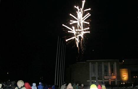 Mänttä-Vilppulan kaupungin viralliset avajaisia vietettiin vuodenvaihteessa 2008–2009, kuvassa, kaupungintalon edustalla.