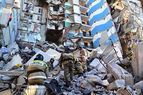 Pelastustyöt jatkuvat Magnitogorskissa romahtaneen kerrostalon raunioissa. Arviolta 40 ihmistä on yhä kateissa.