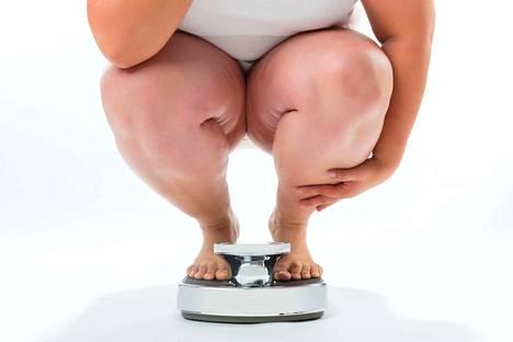 Hannele Harjusen mukaan laiha vartalo, jota pidetään merkkinä kontrollista, on ihanne. Lihavan vartalon ajatellaan kertovan riskistä ja sairaudesta, vaikka painon perusteella ei voi päätellä paljoakaan terveydestä. (Kuvituskuva)