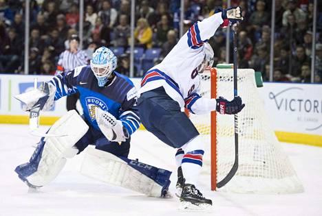 Suomen maalivahti Ukko-Pekka Luukkonen ei ollut parhaimmillaan alkulohkon päätöspelissä USA:ta vastaan.