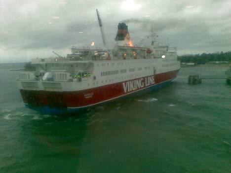 Viking Rosella oli vaikeuksissa myrskyssä myös marraskuussa 2010.