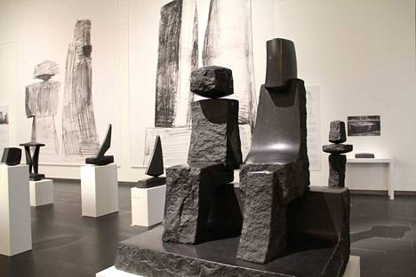 Kiven aika -näyttely jatkuu Göstassa huhtikuun puoliväliin. Harry Kivijärven veistosten lisäksi esillä on nykykuvanveistäjien teoksia.