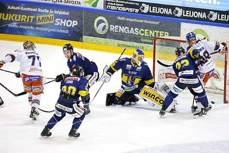 Jarkko Malinen ohjasi Tapparan 2–2-tasoituksen Kristian Kuuselan syötöstä.