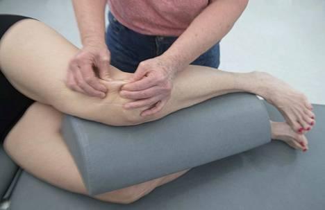 80 prosenttia isosta pakaralihaksesta kiinnittyy reittä ympäröivään faskiaan. Tässä käsitellään kireää ja jäykkää kiinnityskohtaa, joka haittaa pakaralihaksen aktivaatiota ja lonkan liikkuvuutta ja voi heijastella kipua selkään tai polveen.