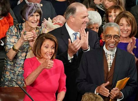 Yhdysvaltain edustajainhuoneen uusi puheenjohtaja Nancy Pelosi sanoi, ettei Meksikon muurille anneta rahaa.