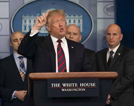 Yhdysvaltain presidentti Donald Trump on sanonut allekirjoittavansa liittovaltion hallinnon rahoituksen osittain sulkeneen rahoituspaketin vain, jos se pitää sisällään määrärahan Meksikon muuria varten.