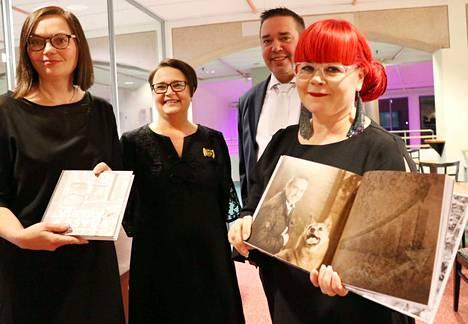 Leppäkosken Sähkön 100 vuotta pääsi kansien väliin tietokirjoittaja Leena Vaahteran, Tiina Monosen, Juha Koskisen ja kuvaaja Sirpa Ryypön yhteistyönä.
