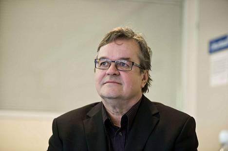 Mänttä-Vilppulan kaupunginhallituksen puheenjohtaja Timo Tukia on samaa mieltä Esa Sirviön kanssa siitä, että johtoryhmässä ei tarvita poliitikkoja.