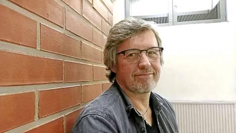 Pekka Simojoki nautti perjantai-iltana päästessään esiintymään Lempäälään Hakkarin liikuntahalliin täydelle salille.