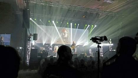 Myös gospelartisti Jukka Leppilampi esiintyi perjantaina Lempäälässä. Leppilammen esitys liikutti ihmisiä kyyneliin asti.