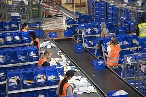 Puutteelliset osoitetiedot työllistävät postia eritoten jouluisin.