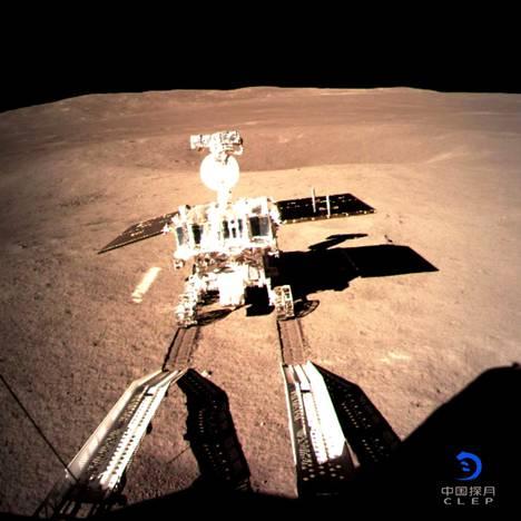Kuu kääntöpuolelle 3. tammikuuta laskeutunut Kiinan Chang'e 4 -luotain vapautti pian laskeutumisensa jälkeen Yutu 2 -mönkijän kuuperälle.