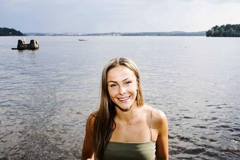 Maria Huntington naureskeli EM-kisojen valintasotkulle kotonaan Tampereella viime kesänä.