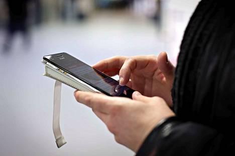 Internetin käyttö voi muuttua erityisesti kuva- ja videopalveluissa EU:n uuden direktiivin myötä. Myös digitaalisten sisältöjen tekijänoikeuksia on tarkoitus valvoa tarkemmin.