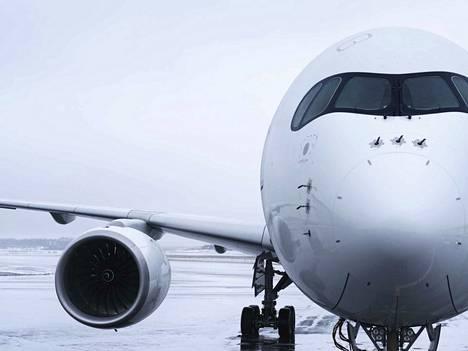 Finnair valmistautui tiistain sateisiin perumalla lentoja.