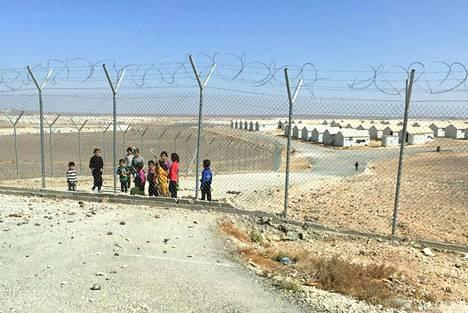 Azraqin pakolaisleirillä Jordaniassa asuu aaltopeltitaloissa 35 000 ihmistä eli enemmän kuin Nokialla on asukkaita.