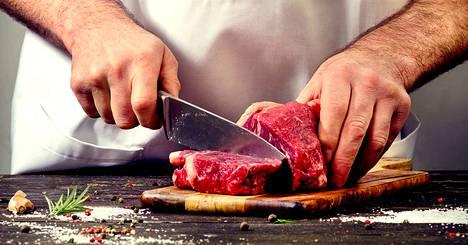 Suomalaismies syö punaista lihaa ja lihajalosteita eli esimerkiksi makkaraa ja leikkeleitä paljon enemmän kuin suositus sallisi.