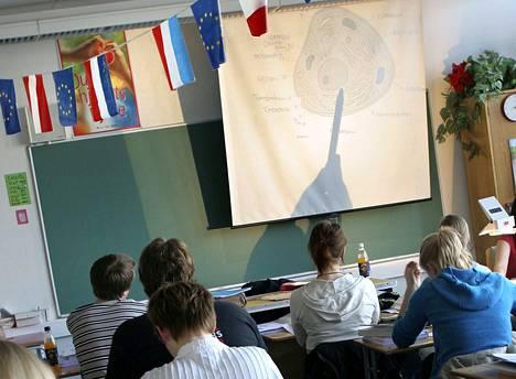Jos tuntimäärä jää määritellyn rajan alle, valmennuskurssi katsotaan sivutoimiseksi opiskeluksi.