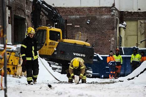 Useita pelastuslaitoksen yksiköitä saapui Pyynikille tiistaina. Tulipalo saatiin sammutettua nopeasti.