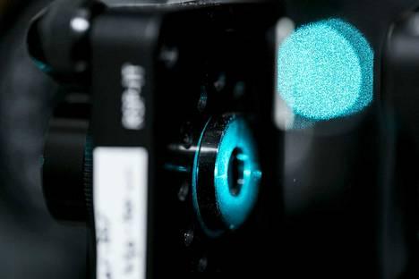 Fotoniikassa tutkitaan valon ja aineen vuorovaikutuksia ja kehitetään niihin perustuvia tekniikoita.