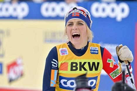 Therese Johaug jätti Tour de Skin väliin ja kilpailee niukasti myös vuoden vaihduttua uudeksi. Hän on lähtöviivalla vain kahdesti ennen MM-kisoja.