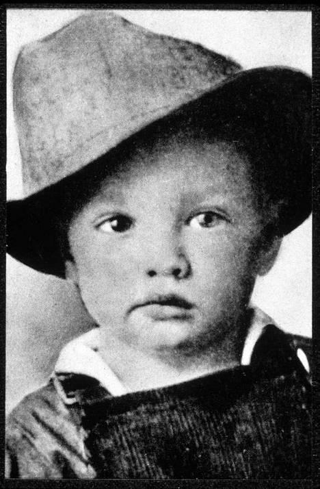 Pieni Elvis vuonna 1937.