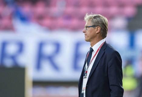 Päävalmentaja Markku Kanerva johdattaa Huuhkajat kauden avausmaaotteluun Qatarissa. Vastassa on Ruotsi.