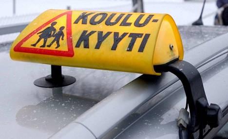 Länsilinjojen liikennesuunnittelupäällikkö toteaa, että Länsilinjat Oy:lle toimitettiin pahoin virheellistä aineistoa aikatauluista, kuljetusoikeuksista ja reitityksistä sekä Tottijärven alueen kuljetusoppilaista