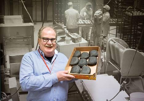 Munkkareiden Harri Gröhn sanoo, että mustamakkaralihapiirakka on aika lailla valmis tuote. Vielä sitä ei saa kaupoista ja marketeista, sillä se on niin uusi. Nimi on Mörkö.