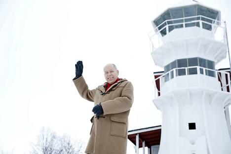 Jyrki Kangas asui aikoinaan seitsemän vuotta Uniluodossa, ja hänellä on mökki Luvialla. Meri ja sen ympäristö ovat hänelle rakkaita.