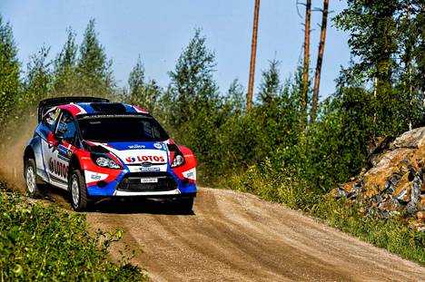Robert Kubica on ajanut kymmeniä MM-ralleja. Hänet on nähty usein myös Jyväskylässä. Kuva vuoden 2014 Keski-Suomen MM-rallista, johon puolalainen osallistui Ford Fiestalla.