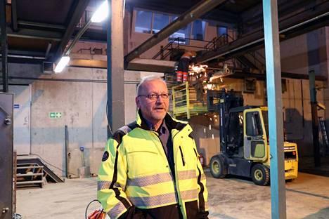 Parkanolainen Esa Koskela ryhtyi aluksi johtamaan metallilevyjä työstävää tehdasta. Tilojen remontti on jo alkanut.
