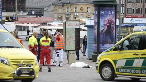 Bouanane murhasi ensimmäisen uhrinsa Kauppatorin länsikulmassa. Uhri oli 30-vuotias nainen, joka päivysti jehovan todistajien esittelypisteellä.