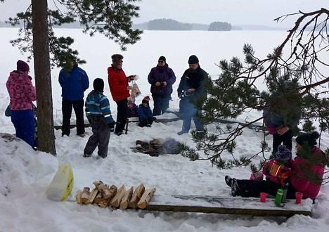 Mänttä-Vilppulan seurakunnan varhaiskasvatuksen järjestämää ilmaista perheiden talvipäivää vietetään kevättalvella. Viime vuonna mäenlaskusta, ulkoilusta ja makkaranpaistosta nautittiin Kalliolassa.