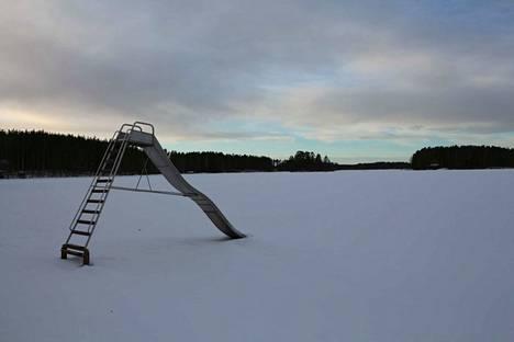 Venesjärven rauha ja idylliset maisemat houkuttelevat rakentajia.