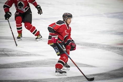 Otto Kivenmäki on pelannut nuorten SM-liigaa hyvillä tehoilla.